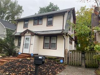 1074 Quilliams Rd, Cleveland Heights, OH 44121