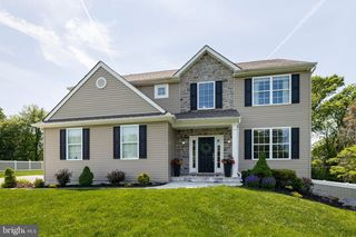 1340 Faucett Dr, West Chester, PA 19382