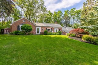 23 Briar Patch Rd, Pittsford, NY 14534