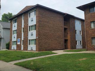 906 S Locust St, Champaign, IL 61820