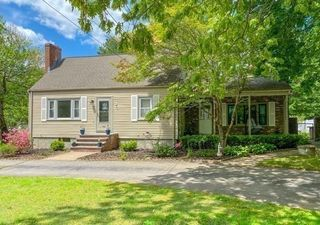 42 Forest St, Franklin, MA 02038