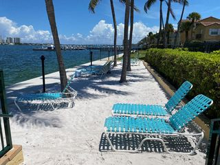 1130 Lake Shore Dr #104, West Palm Beach, FL 33403
