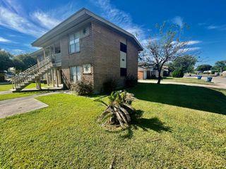 404 Holiday Ln #B, Pt Lavaca, TX 77979