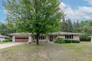 1200 Unity Ave N, Golden Valley, MN 55422