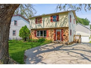 3905 Lower Beaver Rd, Des Moines, IA 50310