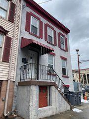 105 Ferry St, Troy, NY 12180