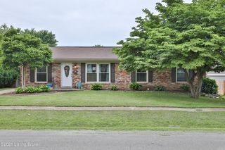 8212 Seaforth Dr, Louisville, KY 40258