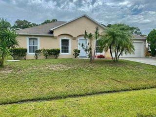 825 SE Damask Ave, Port Saint Lucie, FL 34983
