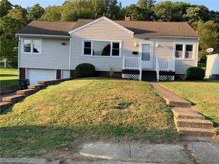 1704 Adams St, Coshocton, OH 43812
