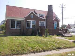 102 E Clay St, Roodhouse, IL 62082