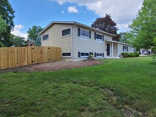 24 Big Oaks Rd, Streamwood, IL 60107