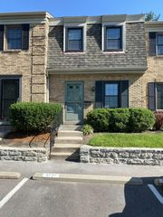 9771 Bunker Hill Ln, Montgomery, OH 45242