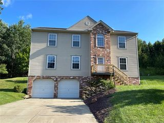 2049 Blossom Dr, Gibsonia, PA 15044
