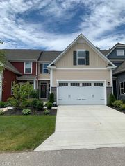 3158 Old Mill Dr, Cuyahoga Falls, OH 44223