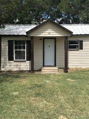 311 E Jasper St, Jacksboro, TX 76458