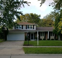 3402 Winnetka Rd, Glenview, IL 60026