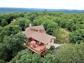 3 Woods Rd, Valley Cottage, NY 10989