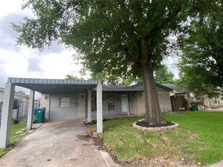 3807 Newton Dr, Pasadena, TX 77503