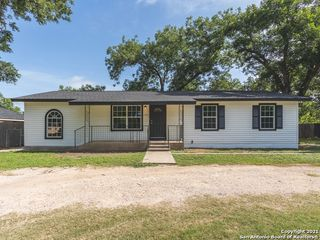 1906 22nd St, Hondo, TX 78861