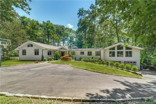 79 Llewellyn Dr, New Canaan, CT 06840