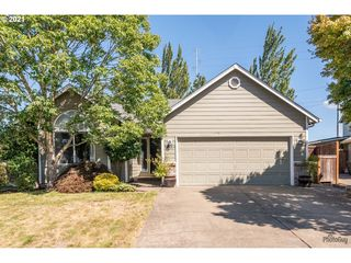 1824 Ridgley Blvd, Eugene, OR 97401
