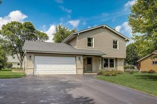 15360 W Harcove Dr, New Berlin, WI 53151