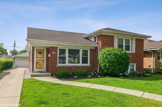 11047 Boeger Ct, Westchester, IL 60154