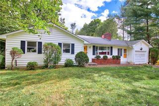 26 Upland Rd, Middlebury, CT 06762