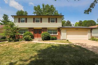 15723 Hill House Rd, Chesterfield, MO 63017