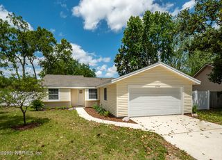 2748 Moorsfield Ln, Jacksonville, FL 32225