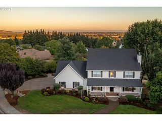 825 SW View Crest Dr, Dundee, OR 97115