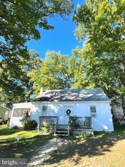 1600 Whiteford Pl, Edgewater, MD 21037