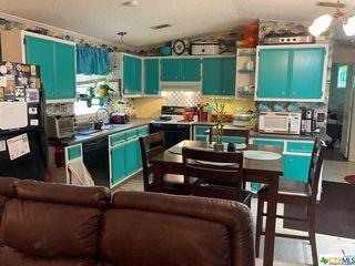 425 Oakview Rd, Luling, TX 78648