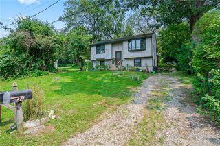 31 Saybrook Ave, Narragansett, RI 02882