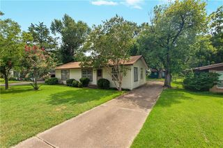 3028 Tennessee Ave, Bryan, TX 77803