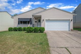 14775 Rochelle Dr, Maple Heights, OH 44137