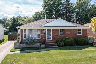 6532 Mariana Dr, Parma Heights, OH 44130