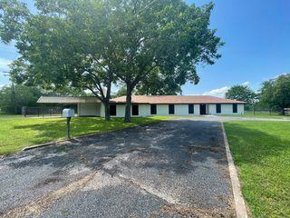 401 N West St, Yorktown, TX 78164