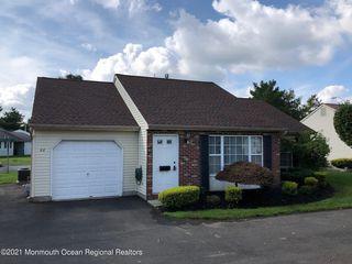 68 Farnworth Close, Freehold, NJ 07728