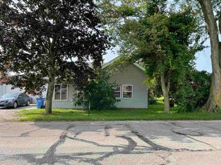 221 W Pleasant St, Churubusco, IN 46723