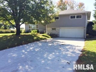 1150 Carriage Place Dr, Bettendorf, IA 52722