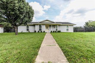 730 Blue Grass Dr, Dallas, TX 75211