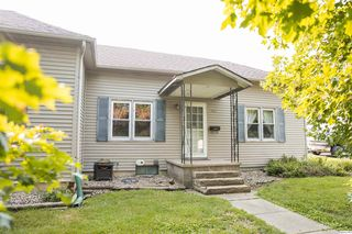 106 NW Cross St, Mount Sterling, IL 62353