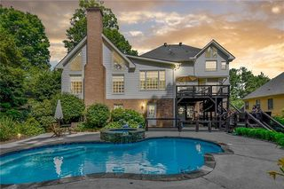 180 Chickering Lake Dr, Roswell, GA 30075