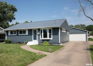 2613 Holly Dr, Bettendorf, IA 52722