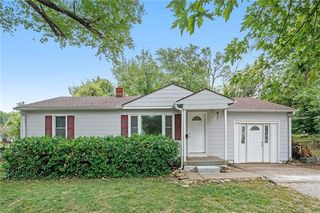 7837 Donnelly Ave, Kansas City, MO 64138