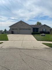 460 Sharon Ct, Middletown, OH 45042