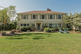 22300 Douglas Rd, Shaker Heights, OH 44122