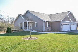 520 Trailview Xing, Waterford, WI 53185