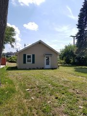1202 Charles St, McHenry, IL 60051